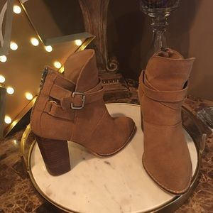 Chinese Laundry Size 7 Zip It Suede Boot camel